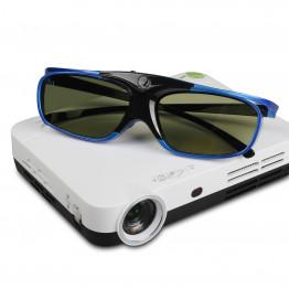 Luxcine Z2 3D led projektor + Földön álló tripod állvány mini projektorokhoz (135 cm-es) + HDMI kábel 10m-es + 2Db 3D szemüveg LUXCINE projektorokhoz.